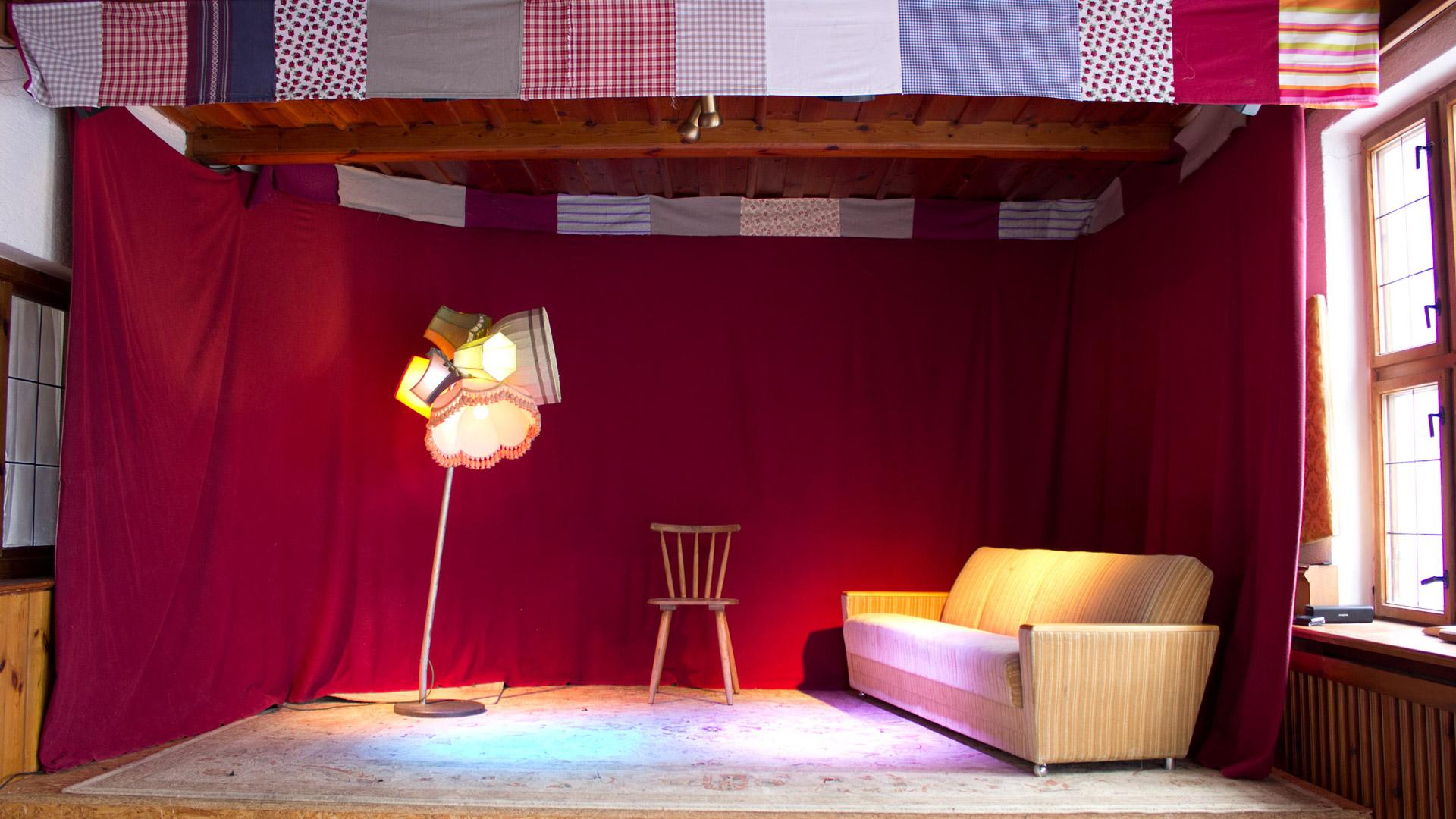 Der Pioniersalon | Größere Bühne im Salettl. Hier haben auch schon 8 köpfige Bands gepielt. Kapazität: 80 Personen.